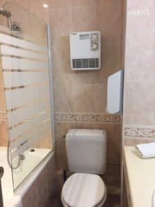 Salle de bains AVANT (Histoires d'Intérieurs Pleuven)