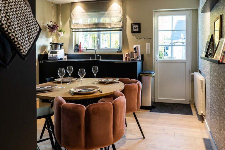 Table de cuisine avec fauteuils